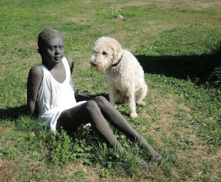 Skulptur beim alten Hafen in Moviken